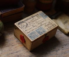 I love & collect little boxes & things like this... old cigar boxes are my FAVORITE! <3 L-
