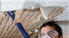Here's how to remove popcorn ceiling via the DIY route: the tools you need, the steps to take, and more for smooth ceiling bliss. Removing Popcorn Ceiling, Drywall Ceiling, Glass Cooktop, Chip And Joanna Gaines, International Real Estate, Wire Crafts, Fun Crafts, Clean Dishwasher, Home Decor Trends