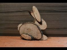How to make a Easter bunny out of different size logs.Easy to make.All you need Logs Bandsaw or handsaw Nailgun. Hope you injoy it. bunny Easter Bunny From Logs Wood Log Crafts, Wood Slice Crafts, Diy Wood Projects, Woodworking Projects, Spring Crafts, Holiday Crafts, Deco Nature, Wood Animal, Diy Ostern