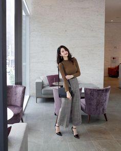 Amazing New Korean Fashion Tips 7830337520 New Korean Fashion Tips 7830337520 work korean fashion 8951 . Korean Casual Outfits, Casual Work Outfits, Professional Outfits, Classy Outfits, Stylish Outfits, Korean Fashion Trends, Asian Fashion, Korean Fashion Work, Teen Fashion Outfits