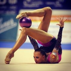 Dmitrieva's chest stand with ball