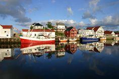 """Henningsvær. L'un des plus importants ports de pêche des îles Lofoten. Situé au milieu d'un groupe d'ilôts cet admirable village est surnommé la """"Venise des Lofoten"""", Norway"""