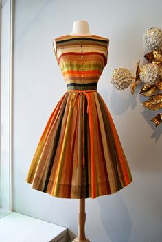 Vintage Autumn Striped -- the dress is really pretty, plus these are my colors. Vintage Outfits, Vintage 1950s Dresses, Vintage Wear, Mode Vintage, Vintage Looks, 1950 Outfits, 1960s Dresses, 50s Vintage, Vintage Clothing