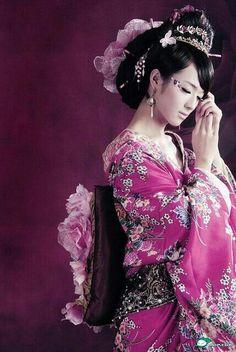 Love the color of the kimono!