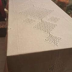. Crochet Fabric, Crochet Lace, Tablecloth Fabric, Tiny House Design, Diy Table, Doilies, Decoration, Diy And Crafts, Shabby Chic
