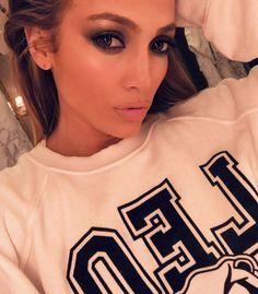 Jennifer Lopez Should Frame All of These Sexy Beauty Selfies Celebrity Selfies, Celebrity Makeup Looks, Celebrity Outfits, Celebrity Look, Celebrity Gossip, Celebrity Photos, Jennifer Lopez, Paris Hilton, Heidi Klum
