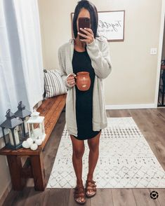 sandals outfit casual outfit ideas Source by fall outfits casual Spring Outfits Women Casual, Outfits Casual, Spring Fashion Casual, Cardigan Outfits, Komplette Outfits, Mom Fashion, Casual Summer, Fashion Fall, Fall Outfits