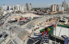 """Largo da Batata é ponto histórico do bairro Pinheiros. Largo da Batata tem esse nome desde a década de 1920. Largo da Batata é sede do projeto """"A batata precisa de você""""."""