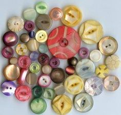 95 dyed pearl shell buttons antique and vintage buttons 2 pictures from pegsbuttons.