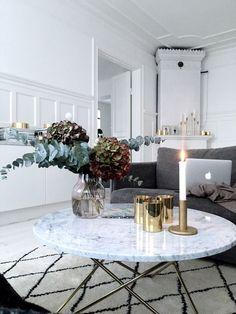 Non sai cosa mettere sul tavolino del salotto? Segui i nostri consigli per arredare con gusto e creatività il tuo soggiorno.