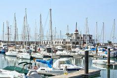 Lanzarote ist die östlichste Insel der Kanaren. Die Marina Rubicon liegt im Süden mit direktem Blick auf die Nachbarinsel Fuerteventura. | Stock-Foto | Colourbox on Colourbox New York Skyline, Travel, Pictures, Lanzarote, Teneriffe, Pool Chairs, Sevilla Spain, Island, Viajes