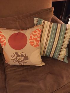 Throw pillows zippered on the side once, soiled it can be washed and reused