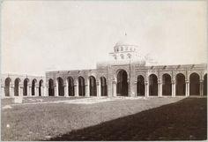 Kairouan   Grande mosquée    Le portique précédant la salle de prière pris de la cour    1882