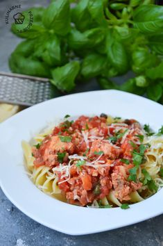 Makaron z tuńczykiem - KulinarnePrzeboje.pl Meat, Chicken, Ethnic Recipes, Food, Essen, Meals, Yemek, Eten, Cubs