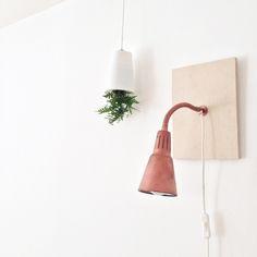 Usar luminária de mesa pronta e um pedaço de MDF. Luminárias quarto