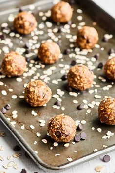 These Almond Butter Energy Bites are SO healthy & delish. They're nutty and rich from the almond butter, chewy from the oats, & sweet from the maple syrup! Don't forget the dark chocolate chips! Healthy Sweet Treats, Healthy Desserts, Vegan Snacks, Snack Recipes, Dessert Recipes, Healthy Recipes, Muffin Recipes, Recipes Dinner, Dessert Sans Gluten