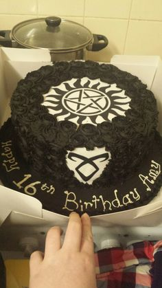 Supernatural AND Shadowhunters? This is beautiful! Bolo Supernatural, Supernatural Birthday Cake, 16 Birthday Cake, 16th Birthday, Shadowhunters, Icing Recipe, Themed Cakes, Cake Designs, Sweet 16