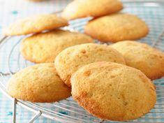Light biscuits with orange - Biscuits Breakfast Biscuits, Breakfast Recipes, Breakfast Ideas, Orange Recipes Healthy, Gourmet Recipes, Cookie Recipes, Famous Desserts, Pavlova Recipe, Orange Cookies