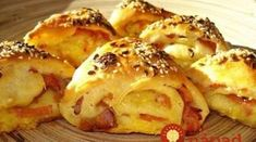Cesnakové trojuholníky so sunkou Czech Recipes, Russian Recipes, A Food, Food And Drink, Savoury Baking, No Cook Meals, Holiday Recipes, Brunch, Easy Meals