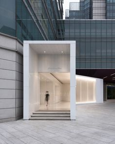 To maintain the purity of a space for exhibition Corridor Design, Contemporary, Modern, Art Museum, Canopy, Garage Doors, Indoor, Mirror, Architecture