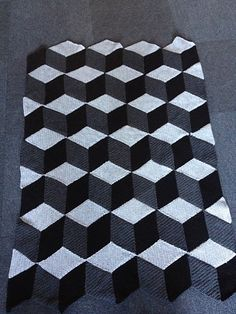 The diamond blanket pattern by Jellina Verhoeff - free crochet pattern via Ravelry! This is so unbelievably easy for the effect you get when it's done!!!