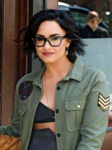 Makeup Tips For Glasses - The Best Makeup Looks for Glasses Wearers, Straight from Demi Lovato's Beauty Pro- Simple Step by Step Tutorials for People with Eye Glasses - Easy Beauty Tips for Different Face Shapes, Make Up Ideas and Awesome Hairstyles for Different Types of Eyeglasses - Eyeliner, Foundation, and Nail Art Ideas that Go Great with Lots of Different Looks - thegoddess.com/makeup-tips-for-glasses