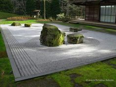 This handsome zen garden demonstrates how you can view it from four sides and have a completely different interpretation of what it represents with each passing angle. One step forward and you migh… Japanese Rock Garden, Japanese Garden Design, Japanese Gardens, Dubai Garden, Japan Garden, Palm Beach Gardens, Garden Pictures, Garden Theme, Garden Paths