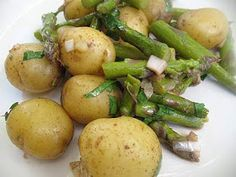 Lisa's Vegetarian Kitchen: Warm Baby Potato and Asparagus Salad