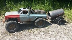 A freinds Scx10 with Clodbuster body.