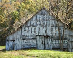 'See Rock City' on hundreds of barns along highway 41 going north to Chattanooga.Rock City is a roadside attraction near Chattanooga, Tennessee, on top of Lookout Mountain. Country Barns, Old Barns, Country Roads, Country Living, Lookout Mountain Georgia, Barn Pictures, Barn Art, Farm Barn, Down South