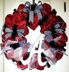 This unique and one-of-a-kind University of Alabama wreath will provide country charm and southern sass hanging at your entry way. Crafted with Alabama Football Wreath, Alabama Wreaths, How To Make Wreaths, How To Make Bows, Mesh Ribbon Wreaths, Door Wreaths, Diy Wreath, Wreath Ideas, Alabama Door Hanger
