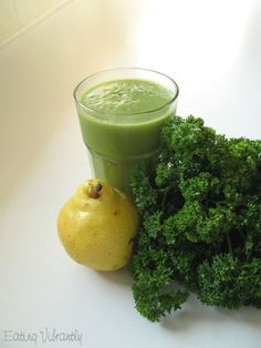 PARSLEY PEAR SMOOTHIE howdoesshe.com #smoothies