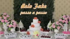 Este vídeo mostra a confecção passo a passo de bolo fake para casamento ou aniversário de 15 anos. Materiais: bases de isopor de 15, 25, 35 e 45cm. 3,5m de r...