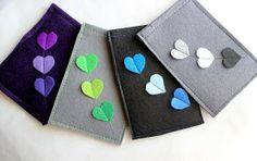 Love the green one Felt Crafts Patterns, Felt Crafts Diy, Felt Diy, Cute Crafts, Felt Phone Cases, Felt Case, Felt Pouch, Diy Presents, Diy Blog