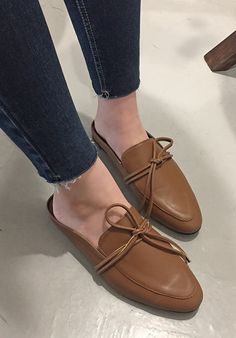 Put your best foot forward in these chic leather slide loafers! Bikini Images, Oxford Shoes, Loafers, Chic, Leather, Fashion, Travel Shoes, Shabby Chic, Moda