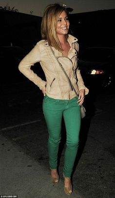 Cheryl Cole, green jeans-- Adore this outfit! And her hair. Pastel Outfit, Look Fashion, Fashion Beauty, Autumn Fashion, Fashion News, Fashion Models, Fashion Trends, Langer Bob, Green Jeans