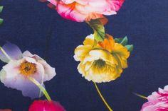Scuba bedrukt met bloemen   04258   Shop Nooteboom Textiles