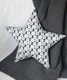 Coussin en forme d' étoile en tissu  Liberty  Toria Meduim