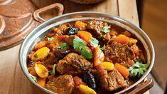 Voňavou směs masa doplňte o petrželový kuskus: je ideální přílohou k již dost syté večeři. Pot Roast, Slow Cooker, Food And Drink, Beef, Cooking, Ethnic Recipes, Carne Asada, Meat, Kitchen