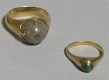 The Thame Hoard is made up of five medieval gold rings and ten silver groats (c.1351 – c.1457). It was found on the edge of the River Thame in 1940. (L) toadstone  -  (in fact fossilised fish teeth and nothing to do with toads) was supposed to bring a man victory over his enemies (R) turquoise  was believed to change colour if placed near poison.