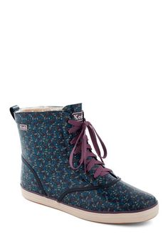 Rain It In Boot by Keds - Lined Floral Lace-up Rain boots. Cute Rain Boots, Cute Shoes, Me Too Shoes, Rain Shoes, Teen Vogue Fashion, Spring Boots, Floral Flats, Vintage Boots, Keds
