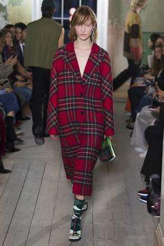Burberry Fall 2017 Ready-to-Wear Fashion Show - Ina Maribo Jensen