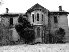 Abandoned farmhouse the day before demolition.. #abandoned