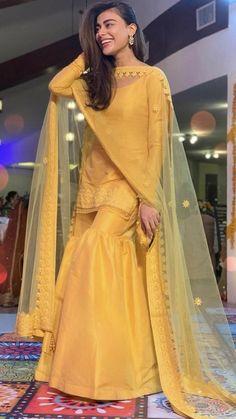 Party Wear Indian Dresses, Pakistani Fashion Party Wear, Designer Party Wear Dresses, Indian Gowns Dresses, Indian Fashion Dresses, Dress Indian Style, Indian Designer Outfits, Ethnic Fashion, Beautiful Pakistani Dresses