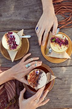 Beautiful drinks from Folk Cafe in Byron Bay Healthy Cafe, Healthy Smoothies, Breakfast Recipes, Dessert Recipes, Smoothie Bar, Australia Funny, Australia Map, Cafe Bistro, Base Foods