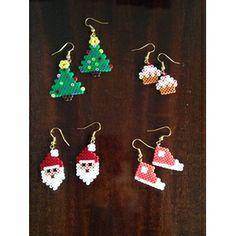 juletræ, nisse, sko, og kag øreringe Perler Earrings, Hama Mini, Tapestry Crochet Patterns, Beaded Cross Stitch, Perler Patterns, Pearler Beads, Pixel Art, Xmas, Drop Earrings