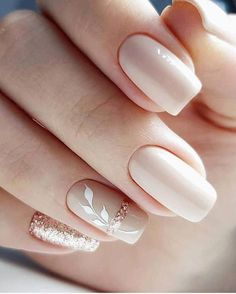 The advantage of the gel is that it allows you to enjoy your French manicure for a long time. There are four different ways to make a French manicure on gel nails. The choice depends on the experience of the nail stylist… Continue Reading → Cute Nails, Pretty Nails, My Nails, Cute Nail Art Designs, Simple Nail Designs, Bride Nails, Wedding Nails, Wedding Bride, Glitter Wedding