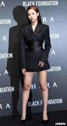 Jennie Looks Stunning at HERA Black Foundation Launch Event Blackpink Fashion, Korean Fashion, Fashion Outfits, Jennie Kim Blackpink, Looking Stunning, K Idols, Korean Girl, Blackpink Photos, Blackpink Jisoo