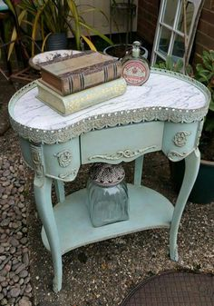❤️ Shabby chic french detailing in Annie Sloan chalk paint, by Imperfectly Perfect xx