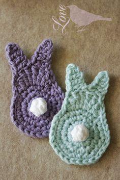 Crochet bunny Love The Blue Bird: Spring Bunny Tutorial. Holiday Crochet Patterns, Easter Crochet Patterns, Crochet Crafts, Yarn Crafts, Crochet Projects, Crochet Applique Patterns Free, Owl Applique, Felt Patterns, Crochet Ideas